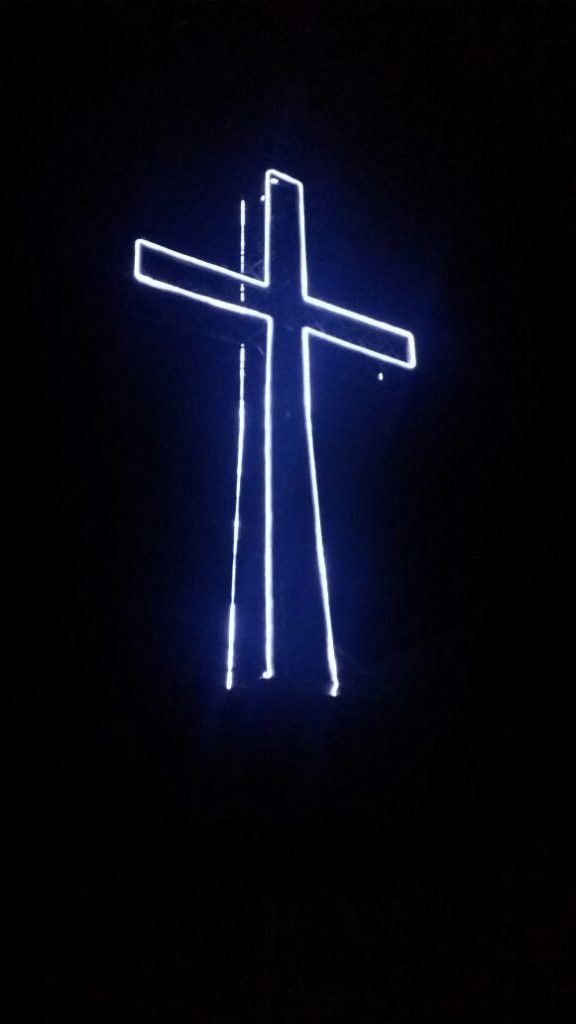croce-monumentale-illuminata-1